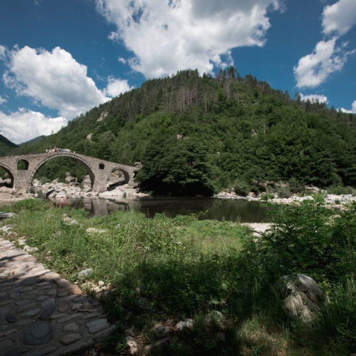 В търсене на Дявола при Дяволския мост край  град Ардино